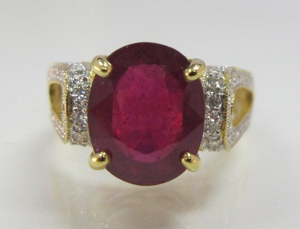 47: 18K Yellow Gold Ruby & Diamond Ring Containing One
