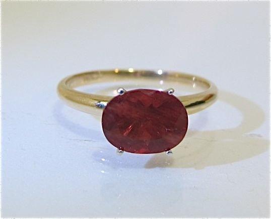 91: 14K Yellow Gold Garnet Ring
