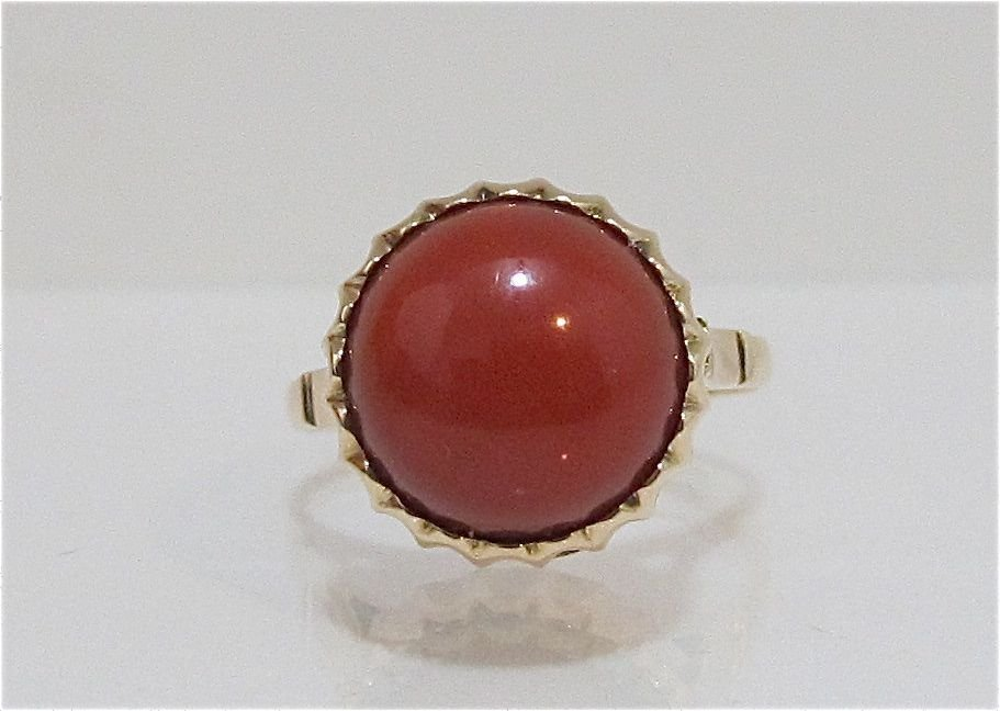 98: 14K Yellow Gold Coral Ring