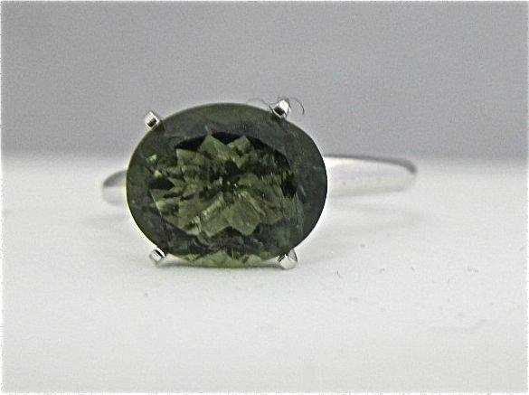 9: 10K White Gold Green Tourmaline Ring