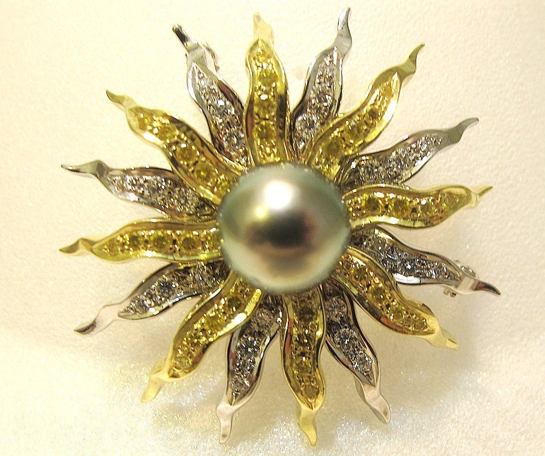 171: 18K Yellow Gold & Platinum Black Pearl & Diamond P