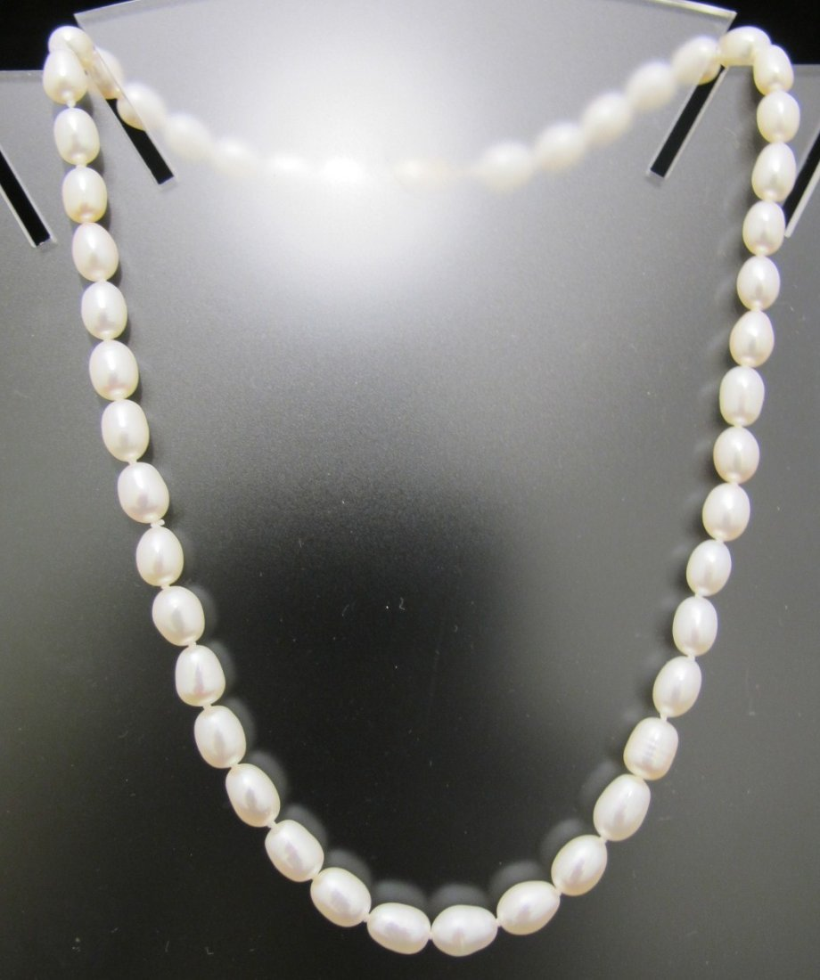 21: Choker Length Freshwater Pearl Necklace