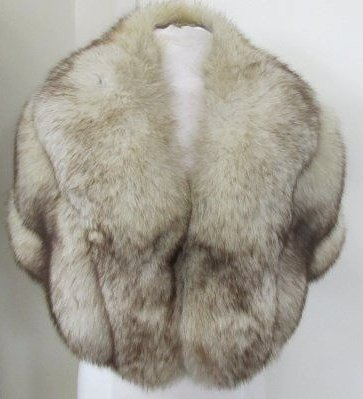 Vintage Ladies Fur Cape from Azens Furs, Pittsburgh, PA - 2