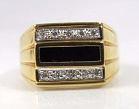 18k Yellow Gold Gents Onyx & Diamond Ring, 4.31dwt,