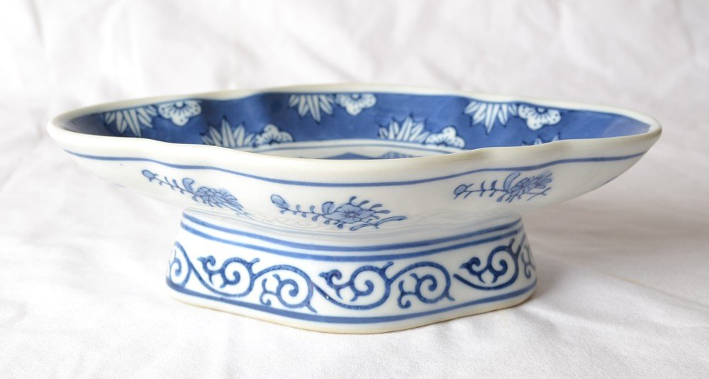6: BLUE & WHITE PORCELAIN FOOTED BOWL