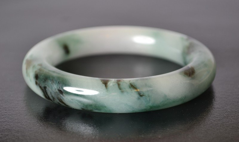 7: CARVED JADEITE BANGLE BRACELET