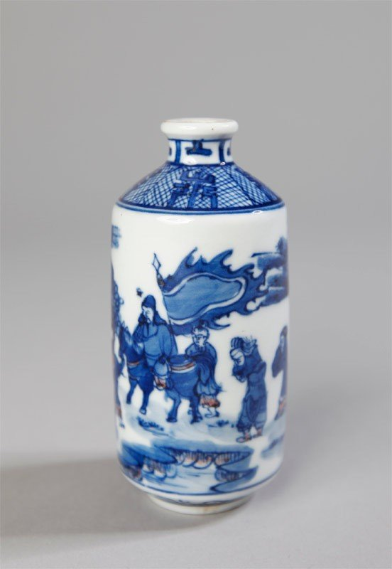 16: BLUE AND WHITE PORCELAIN SNUFF BOTTLE