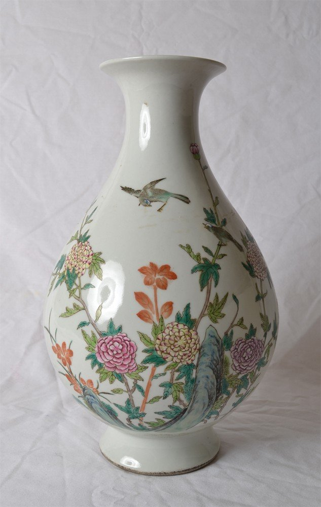 20: FAMILLE ROSE VASE WITH BIRDS AND FLOWERS