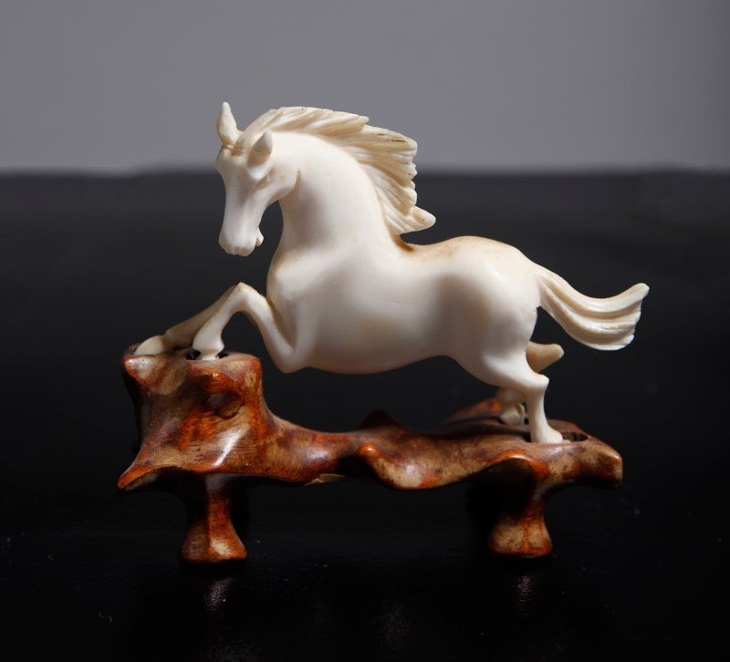 32: CHINESE CARVED IVORY HORSE