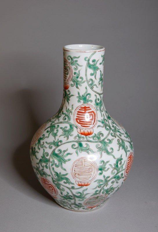 16: CHINESE PORCELAIN VASE