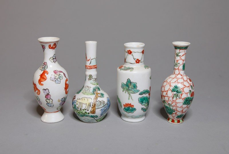 19: 4 CHINESE FIVE COLOR SMALL PORCELAIN VASES