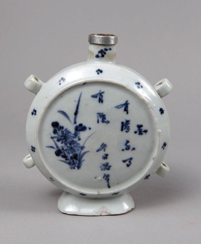 8: CHINESE MING BLUE & WHITE PORCELAIN FLASK
