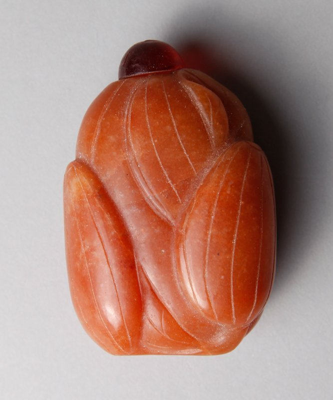 19: CHINESE CARVED HARDSTONE SNUFF BOTTLE