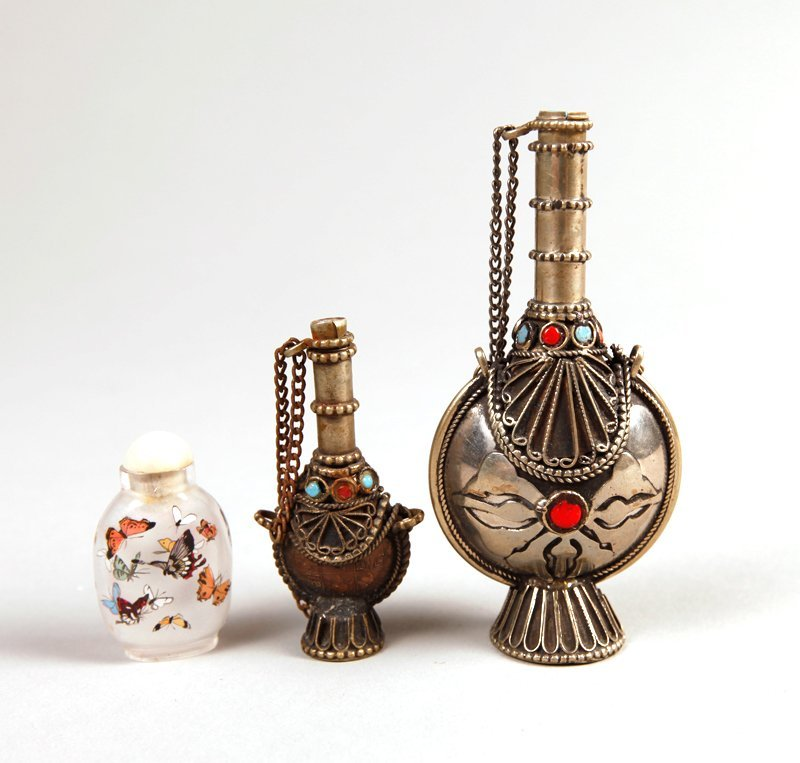 10: 3 Chinese Snuff Bottles