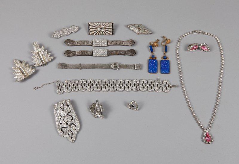 28: 17 Piece Art Deco Jewelry