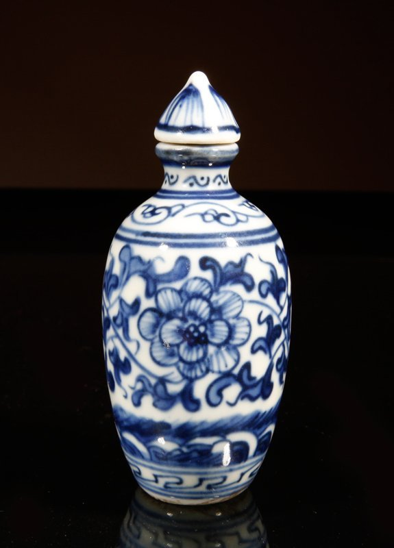 7: Chinese Blue & White Snuff Bottle