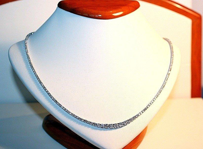 5D: Ladies 18K White Gold Diamond Necklace