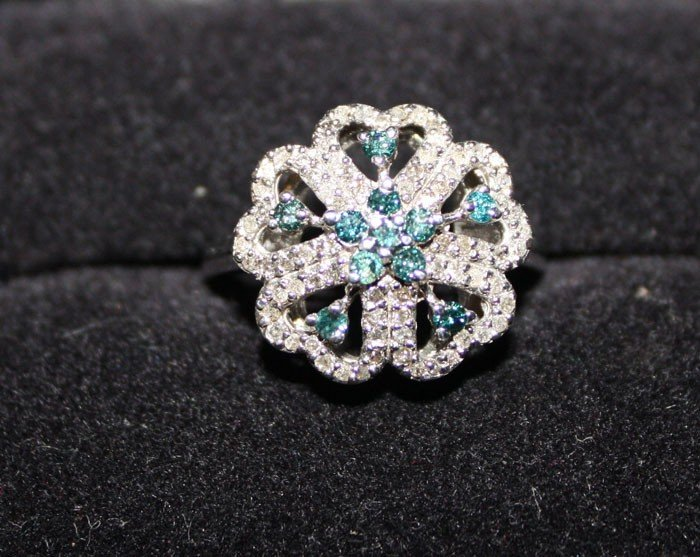 3P: Ladies Blue and White Diamond ring