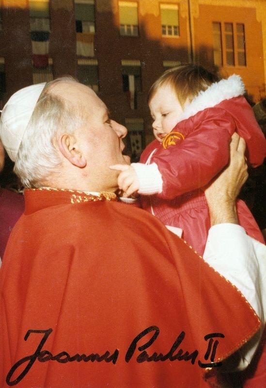 20: POPE JOHN PAUL II SIGNED PHOTOGRAPH