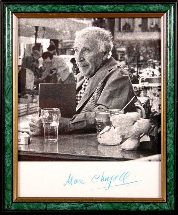 0674: MARC CHAGALL SIGNED PHOTOGRAPH
