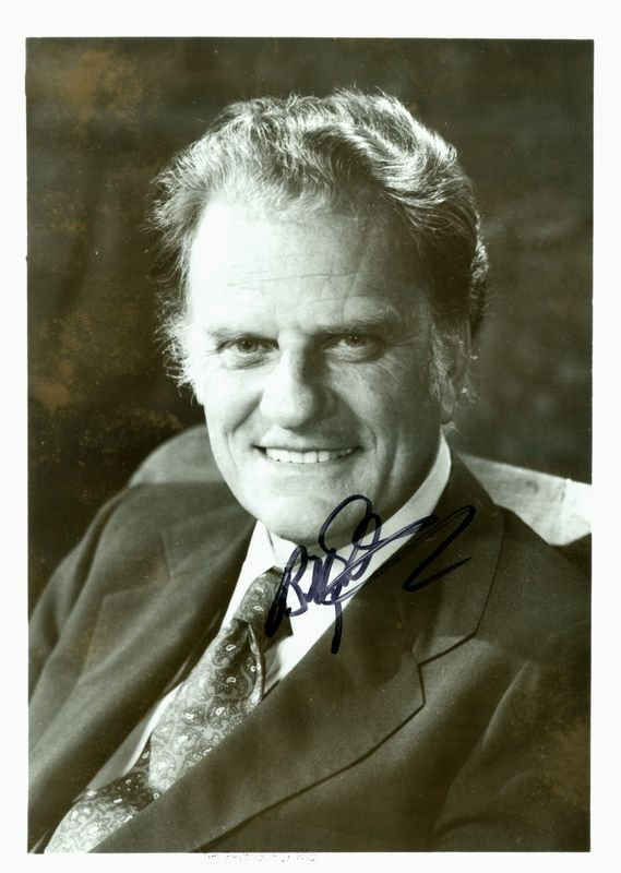 0023: BILLY GRAHAM SIGNED PHOTOGRAPH