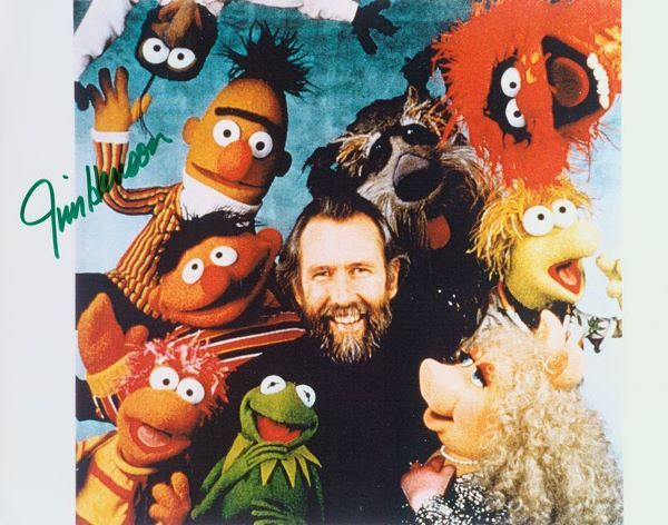 0608: JIM HENSON SIGNED 8X10 COLOR PHOTO W/ MUPPETS