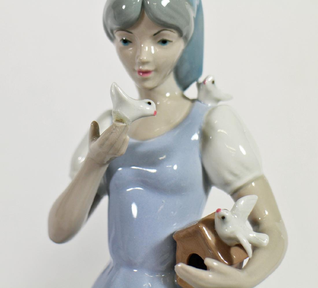 LLADRO & MORE FIGURINES - 3