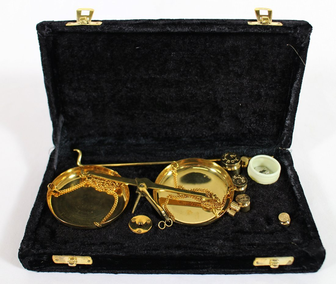 VINTAGE PORTABLE BRASS JEWELER'S SCALE