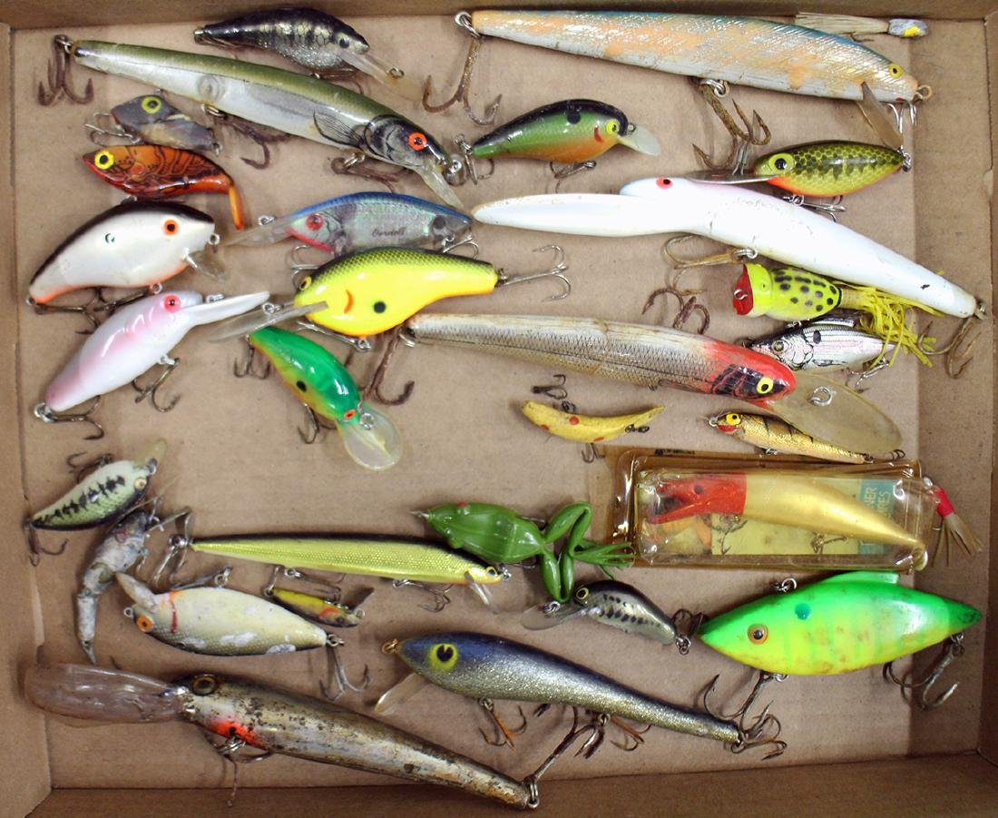VINTAGE FISHING LURE COLLECTION - 5