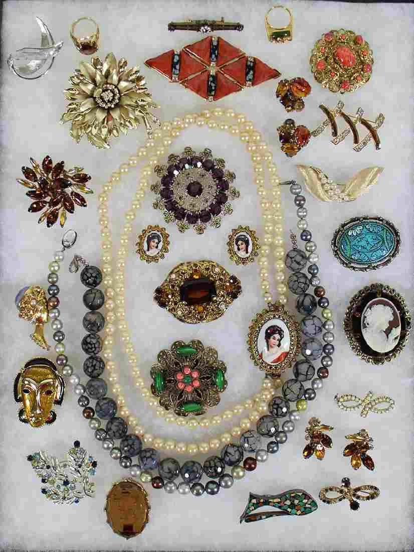 VINTAGE COSTUME JEWELRY BROOCHES & MORE
