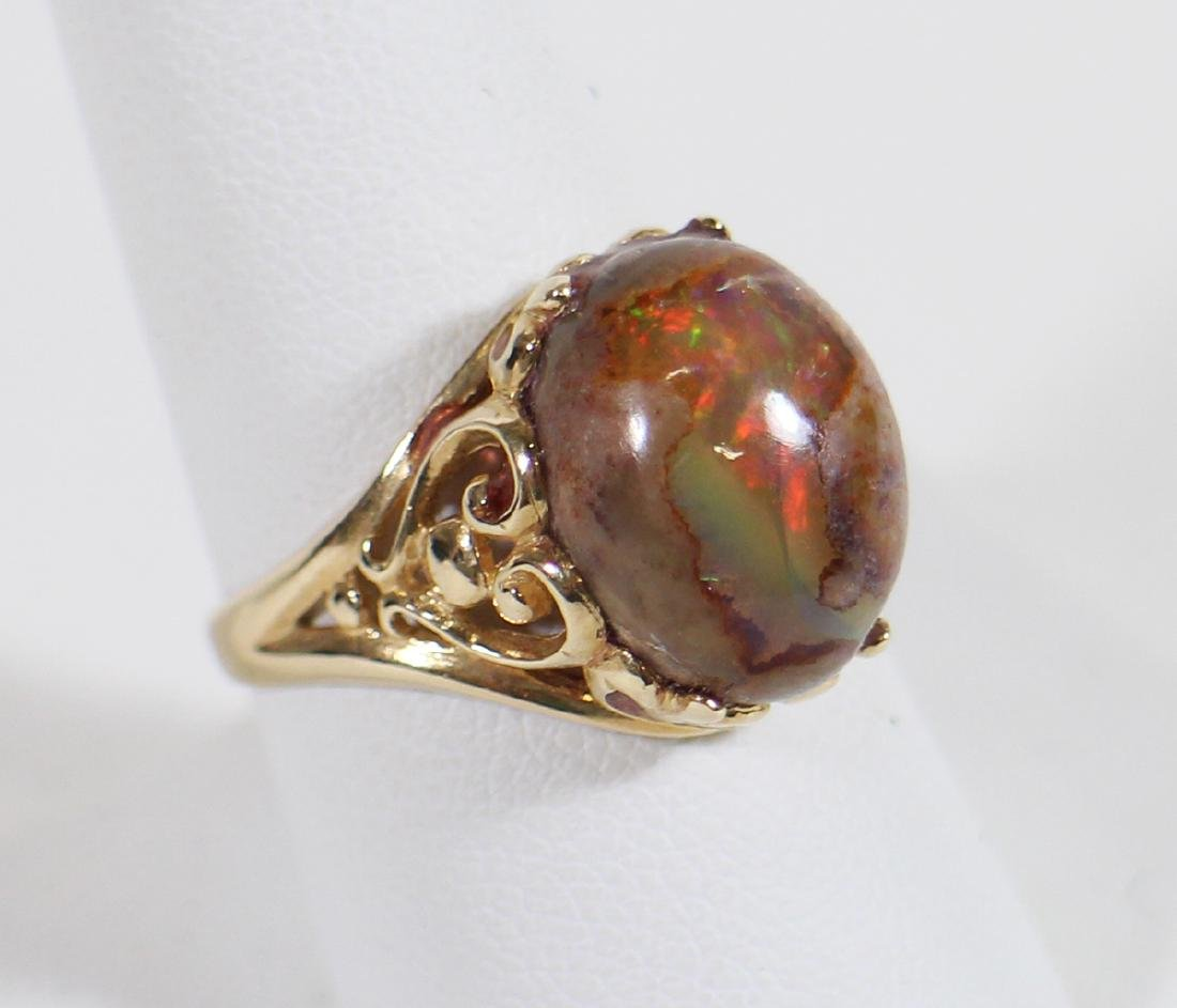 14KT GOLD CABOCHON OPAL RING
