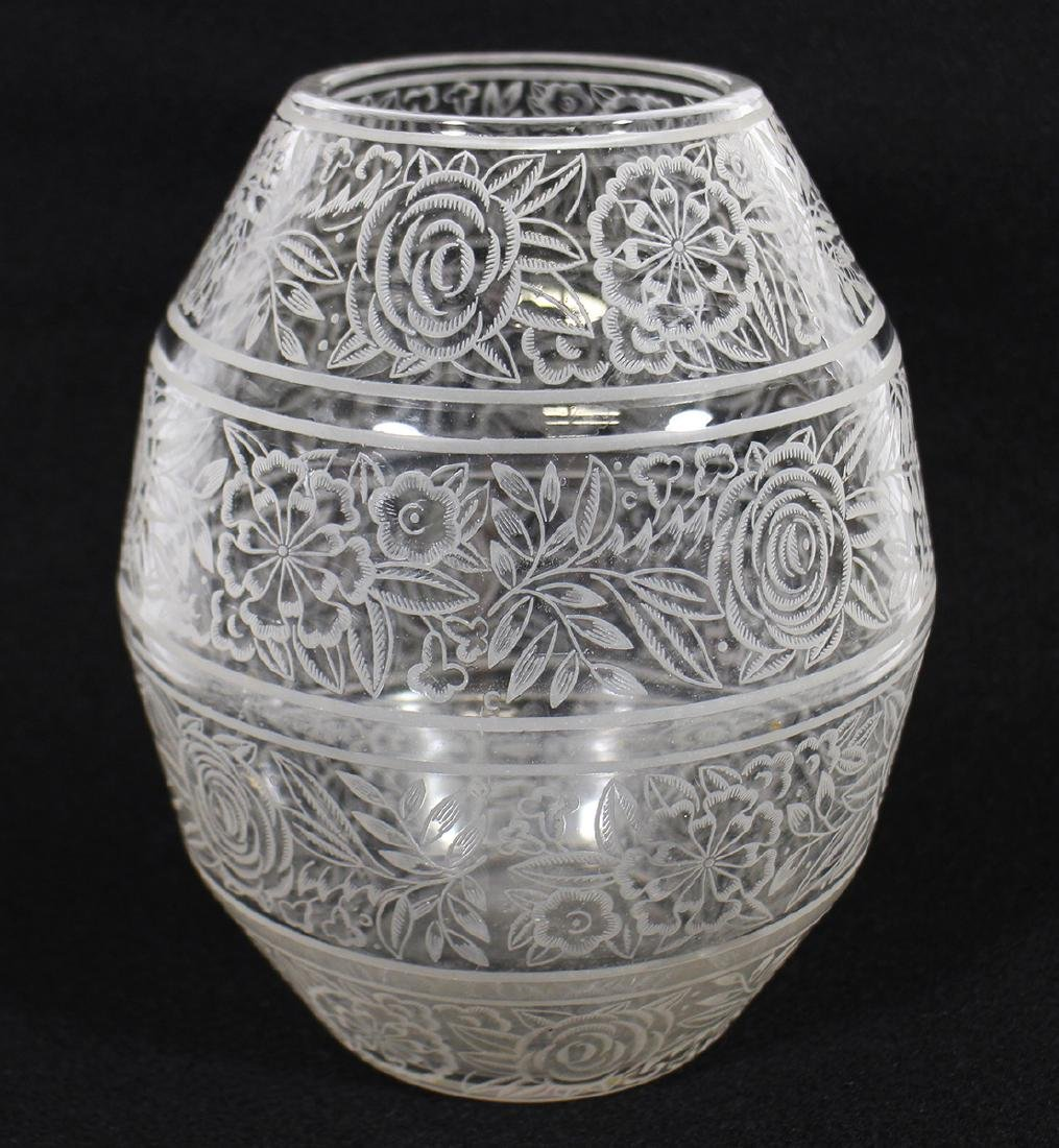 19th CENTURY ETCHED BACCARAT CRYSTAL VASE
