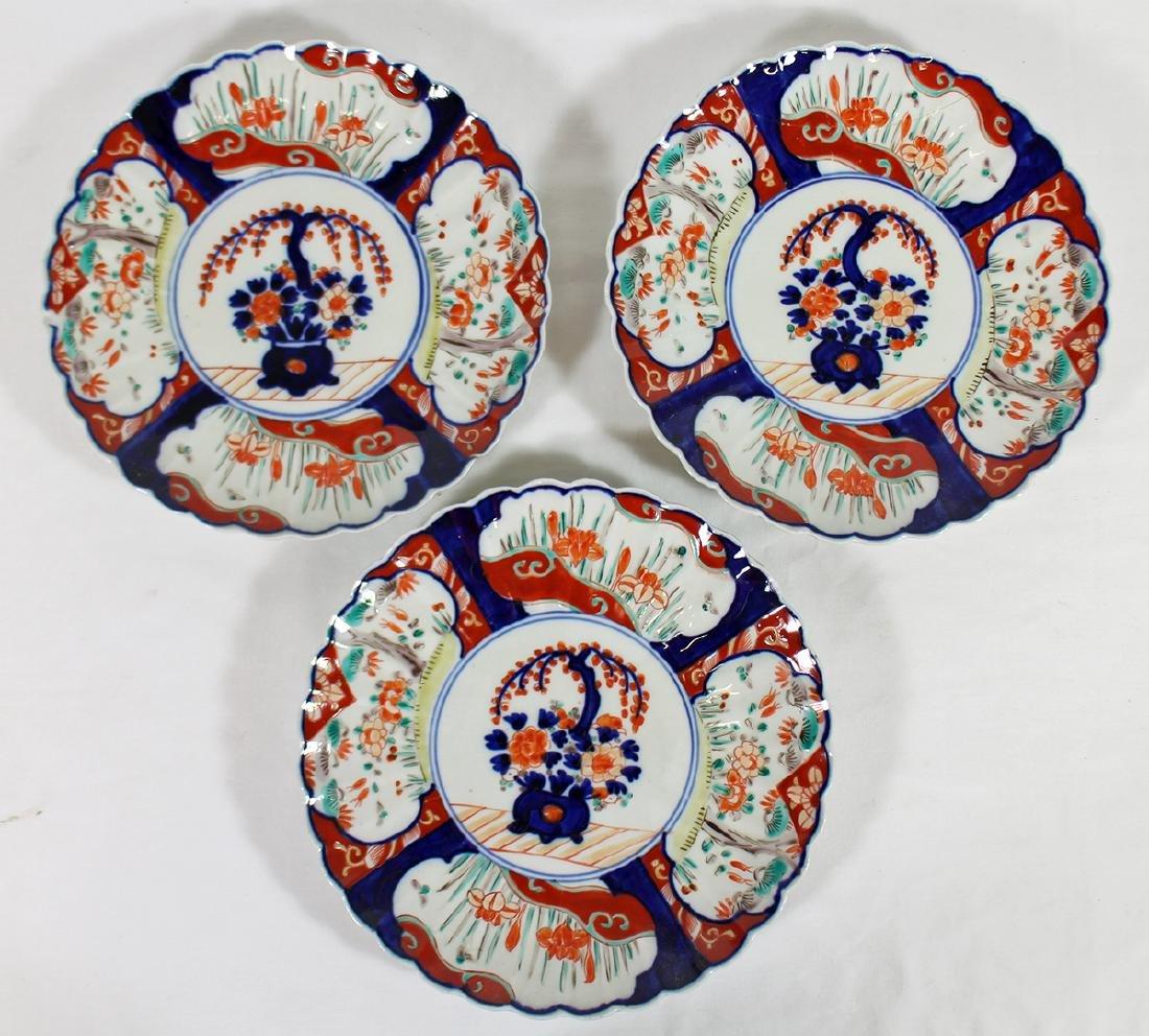 (3) 18th / 19th CENTURY JAPANESE IMARI PLATES