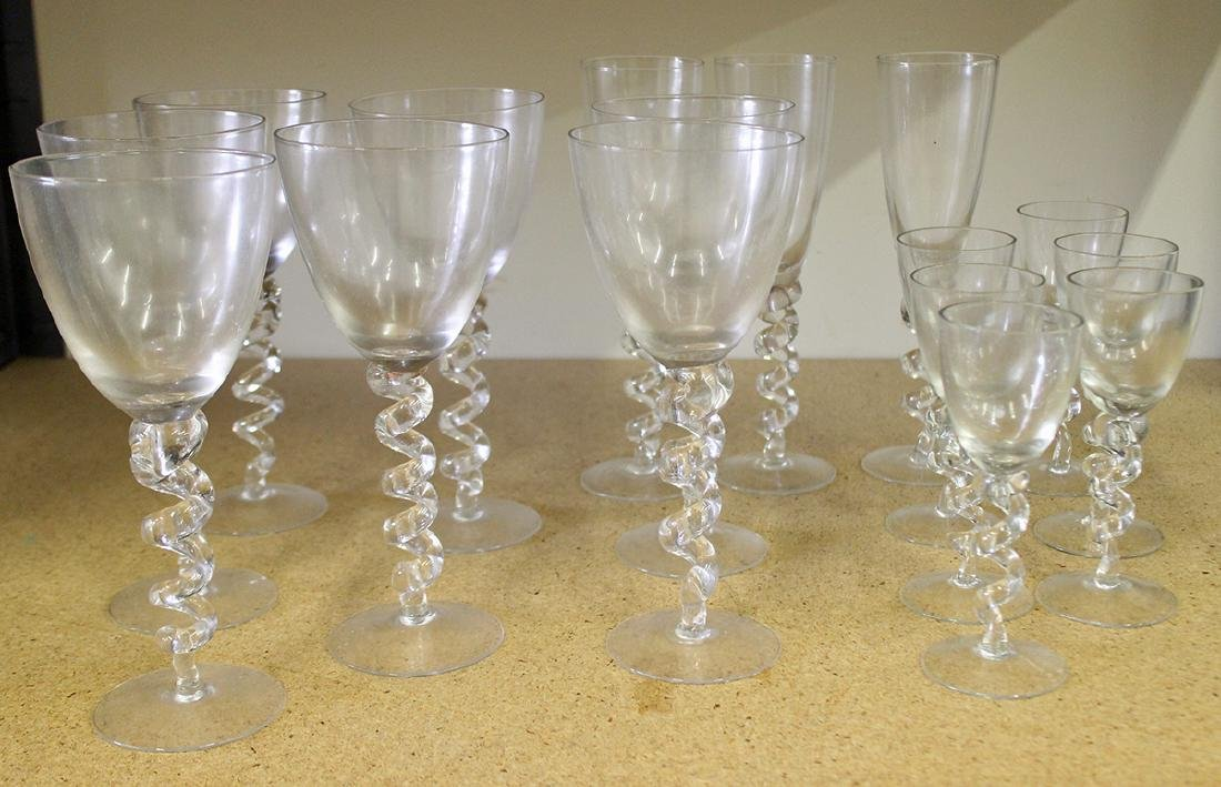 TWISTED STEM WINE GLASSES