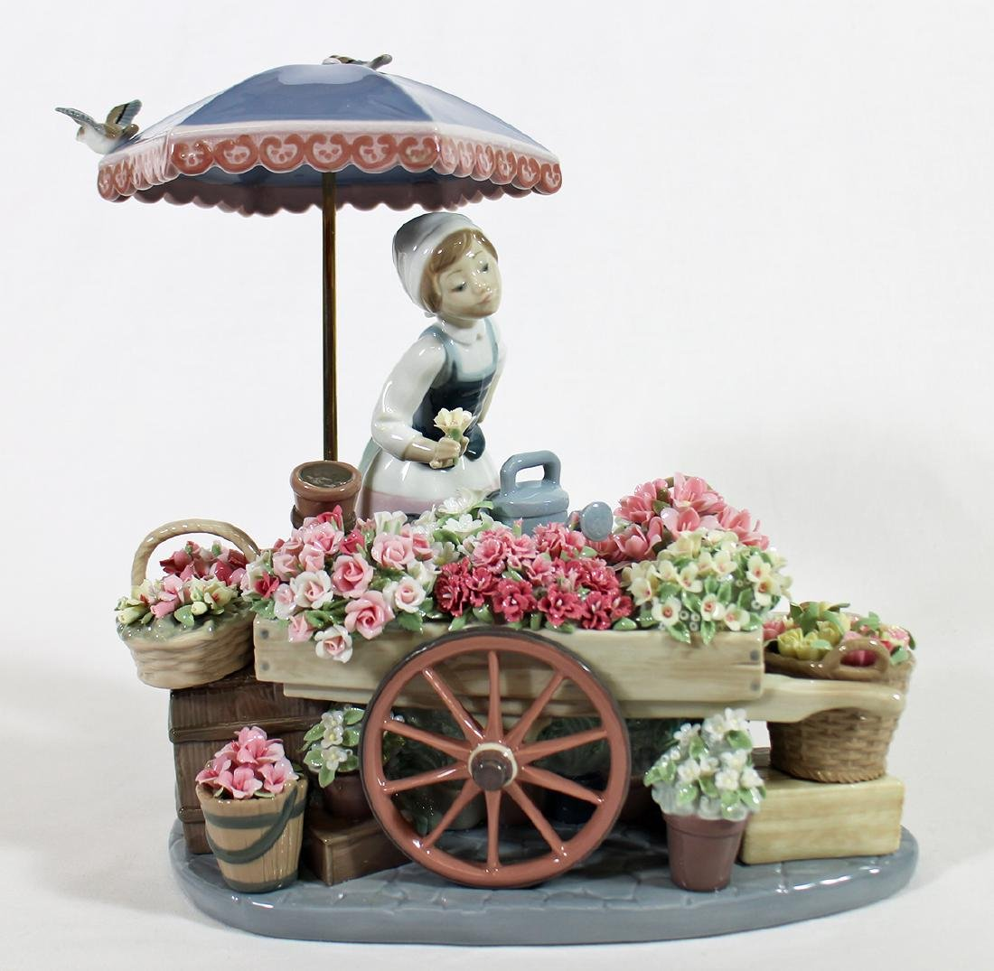 LLADRO FLOWERS OF THE SEASON FIGURINE