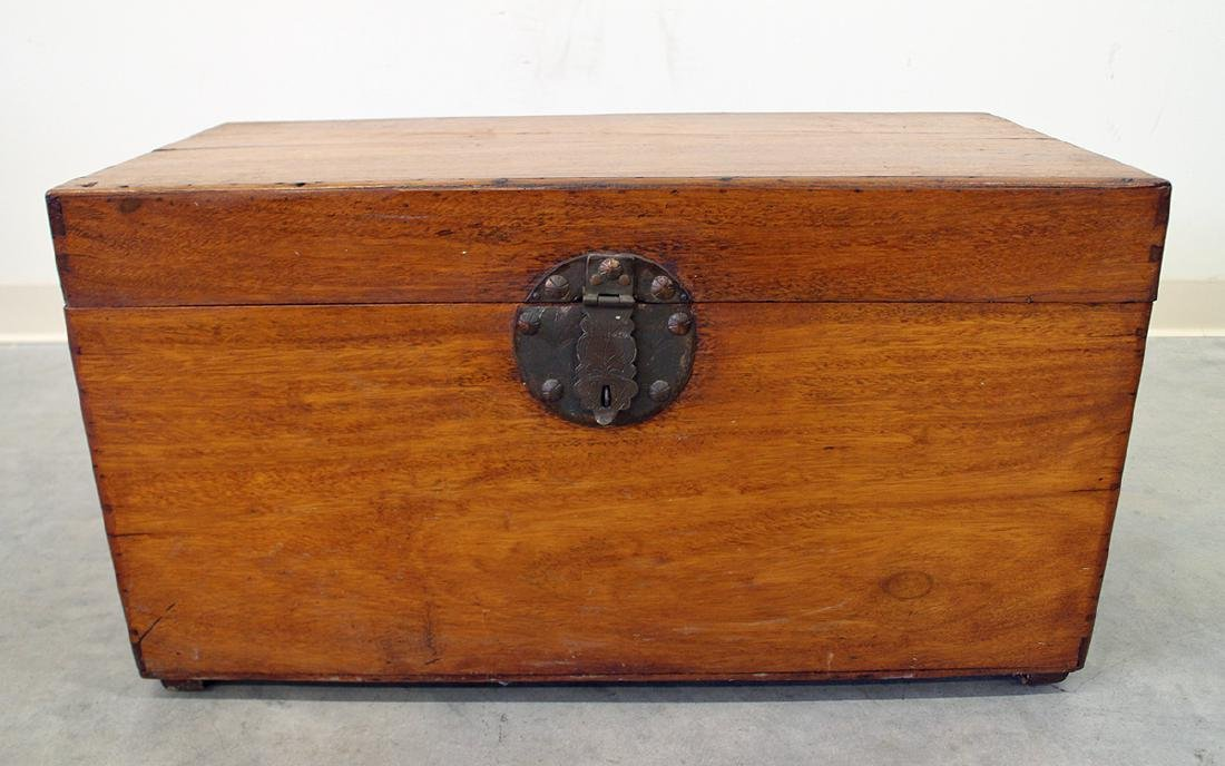 ANTIQUE WOODEN CHEST