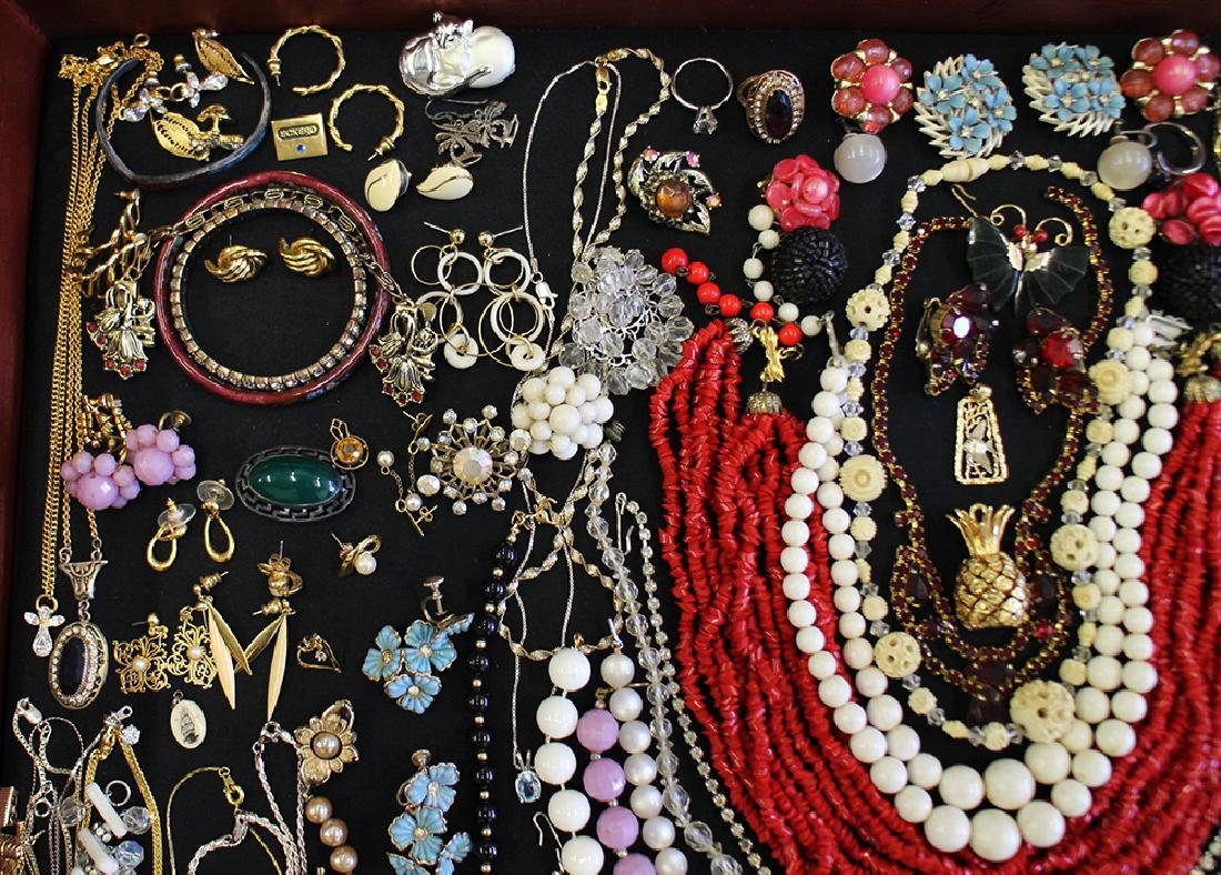 VINTAGE COSTUME JEWELRY COLLECTION - 2