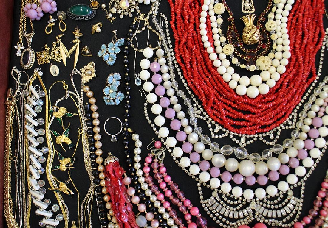 VINTAGE COSTUME JEWELRY COLLECTION - 3
