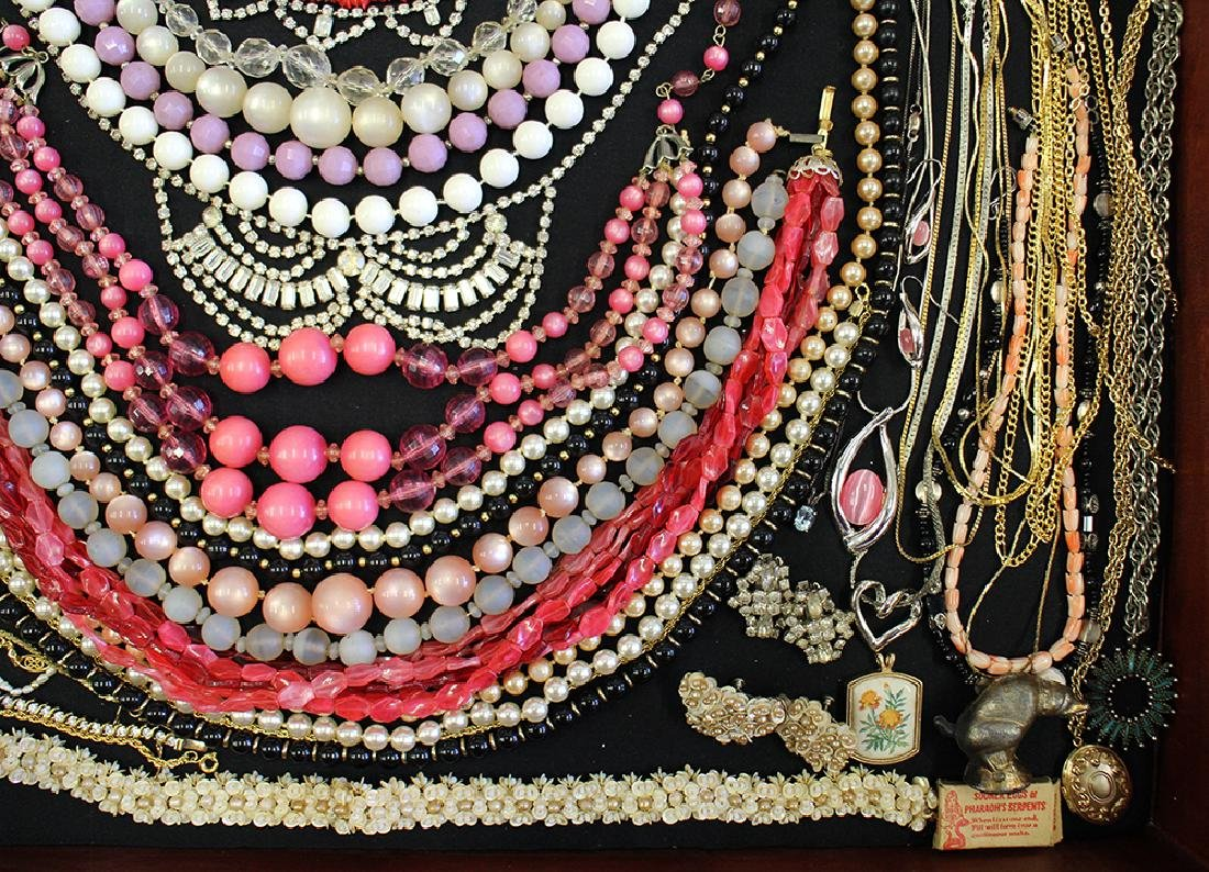 VINTAGE COSTUME JEWELRY COLLECTION - 6