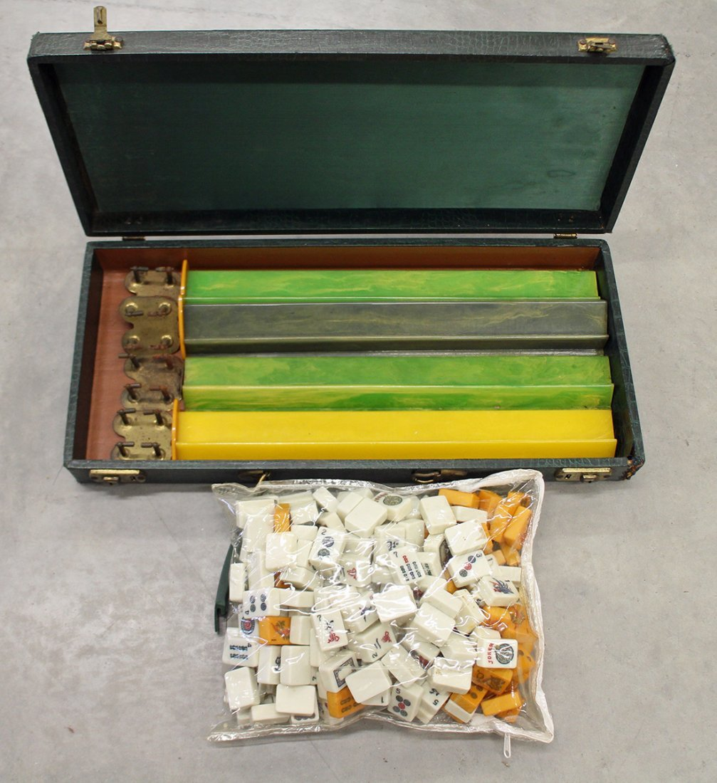 VINTAGE BAKELITE MAHJONG SET WITH 203 TILES