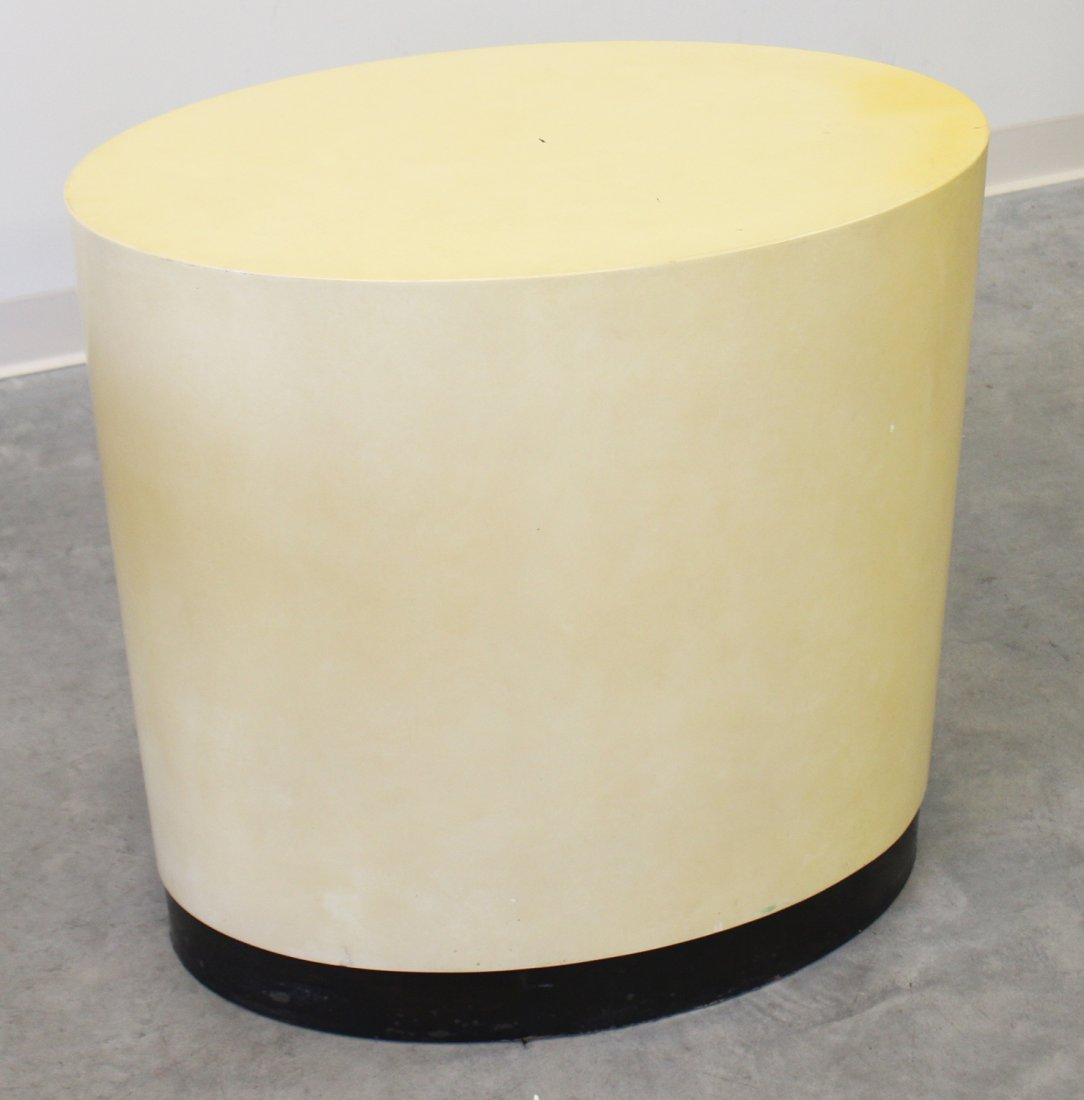 OVAL LACQUERED TABLE