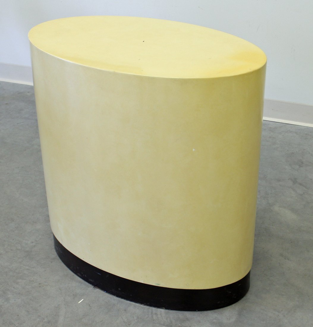 OVAL LACQUERED TABLE - 2
