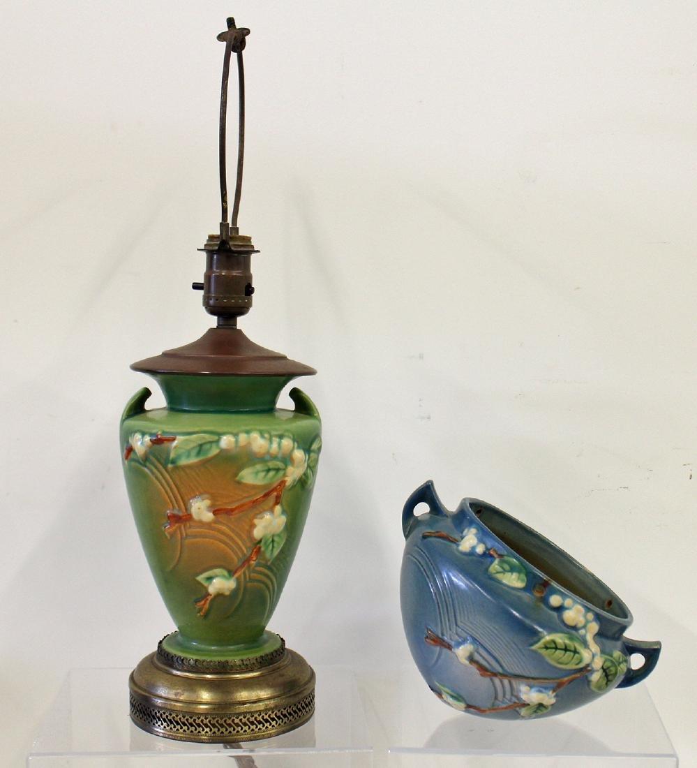 ROSEVILLE POTTERY - SNOWBERRY LAMP & VASE