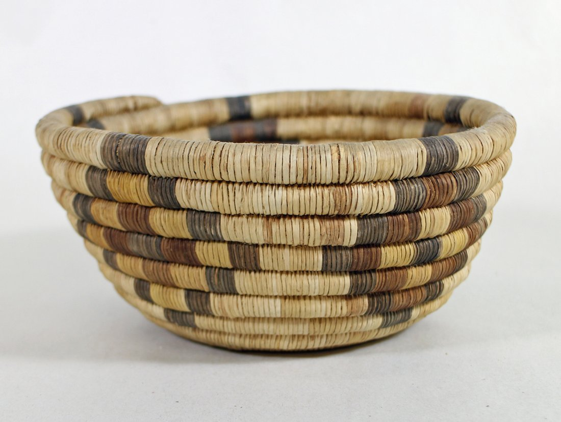 HOPI WOVEN BASKETS & CHARGERS - 4