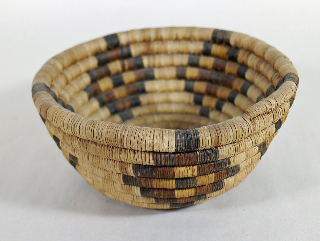 HOPI WOVEN BASKETS & CHARGERS - 5