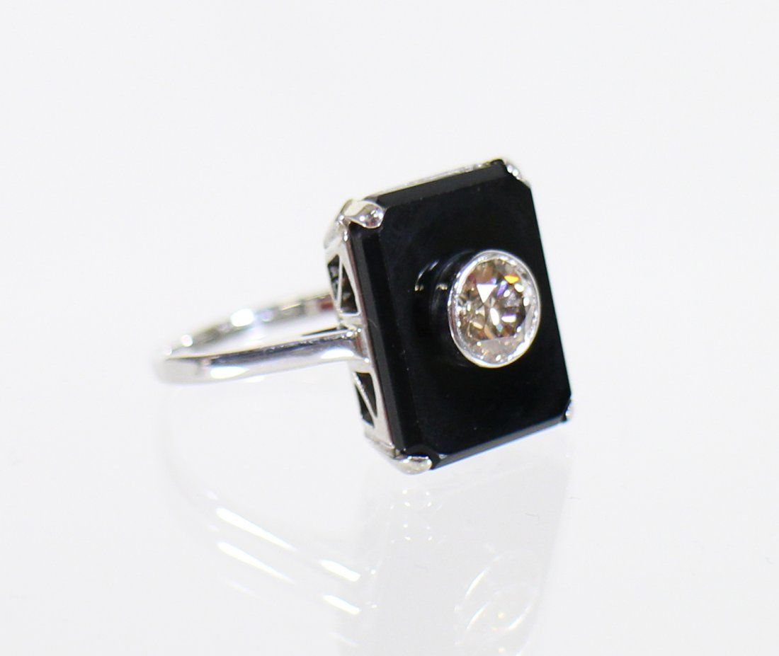 18KT ART DECO SPINNING DIAMOND & ONYX RING