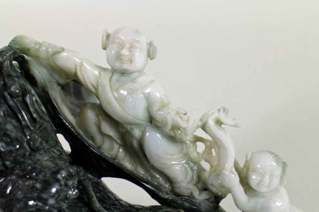 CHINESE TWO TONE JADE SCULPTURE - 3