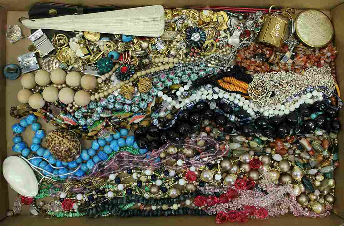 VINTAGE COSTUME JEWERLY & ACCESSORIES