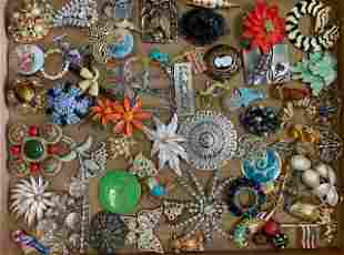 VINTAGE COSTUME JEWELRY BROOCHES