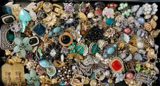VINTAGE COSTUME JEWERLY EARRING COLLECTION